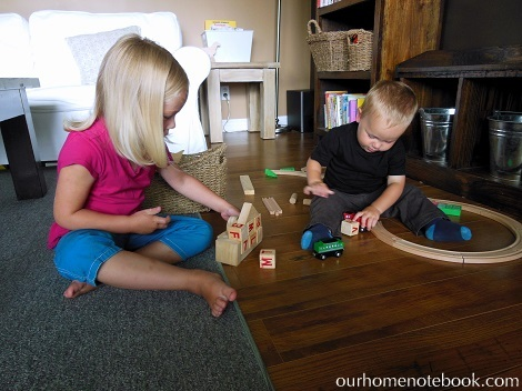 Organizing Toys - Kids playing